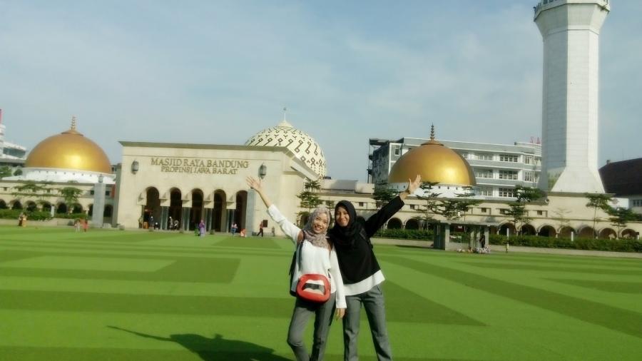 islam-beliefs-practices-bandung-indonesia-mosque-masjid.jpg