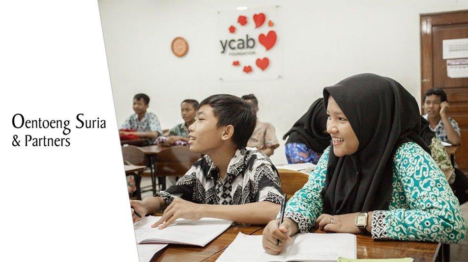 Oentoeng Suria Donated Tablets and Internet Quota For Rumah Belajar